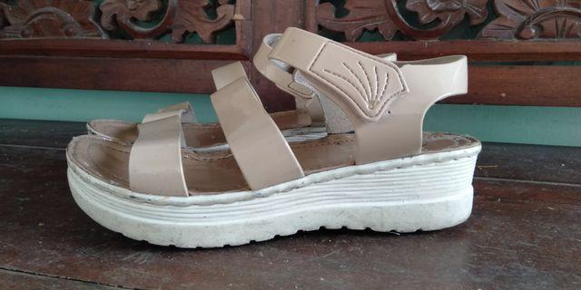 sepatu sandal wanita cream
