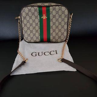 Gucci shoulder bag with gold chain and leather strap