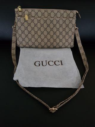 Gucci shoulder bag with adjustable straps
