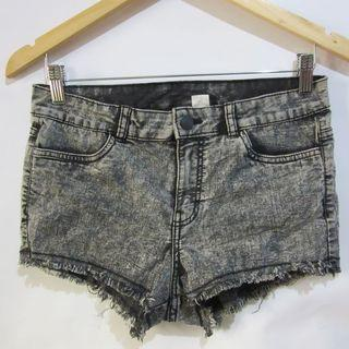 (30) H&M Black stretchy soft and light  black denim shorts, super nice in actual, almost looks new,