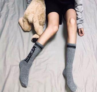 🚚 文字印花圖騰棉質中統襪子 街頭復古辣妹
