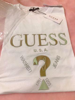 🚚 GUESS浮雕短袖T恤上衣(女)