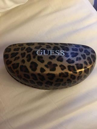 🚚 Guess sunglasses cover leopard print