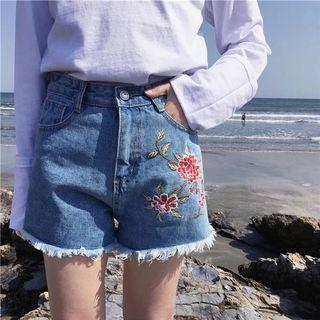 🍒: flower embroidered shorts