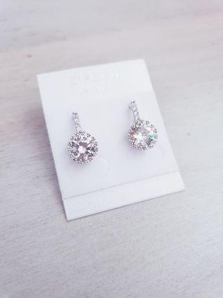 🚚 White Gold Plated Solitaire Diamond CZ Earrings