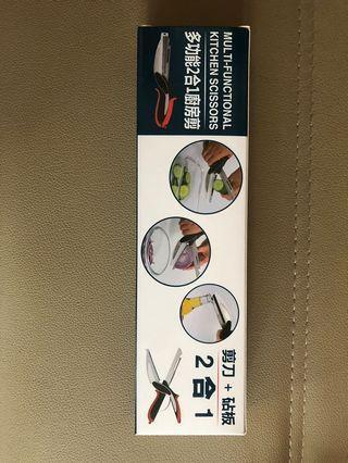 全新㕑房萬用剪,連小砧板 kitchen scissors with chopping board