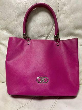 Salvatore Ferragamo 手袋 Chanel Gucci LV
