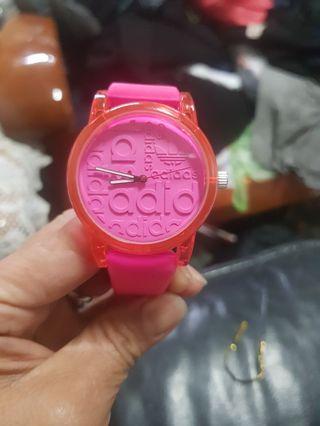 時尚粉紅色手錶