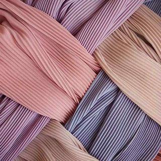 Semi-pleated shawl