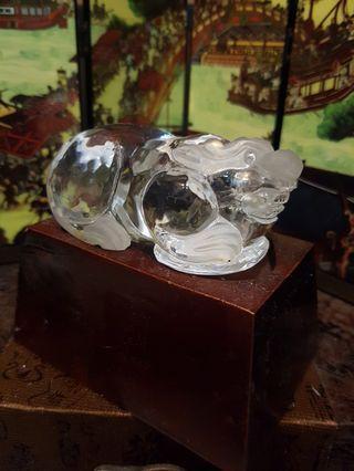 🚚 White crystal pixiu 83mm 白水晶貔貅带底座