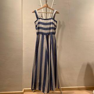🚚 Blue and white striped dress