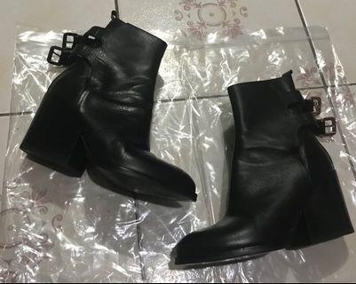 ZARA WOMAN LEATHER BOOTS