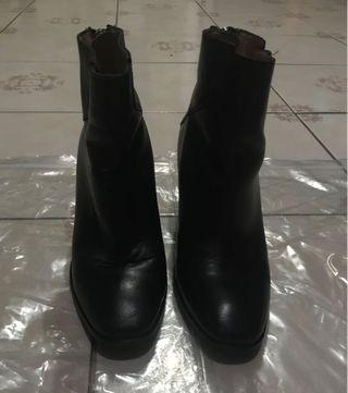 ZARA WOMAN ANGKLE LEATHER BOOTS