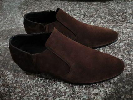 Brown shoes (Not worn)