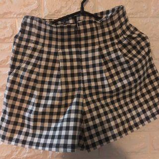 🚚 High-waisted Checkered Shorts