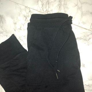 🚚 Uniqlo Black Sweatpants