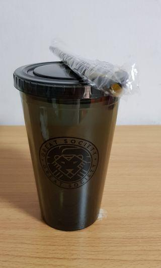 🚚 Reusable Tumbler and straw