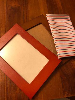 🚚 (免費物資)3X5簡易相框2個&眼鏡袋