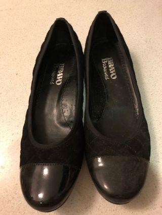 Canadian brand leather black flats