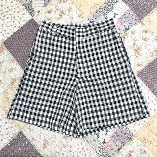 Pants ::: 文青復古黑白小格紋五分短褲