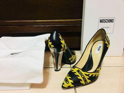 🚚 MOSCHINO LOGO警示帶透明鞋跟設計款 高跟鞋 (OFF WHITE 潮款)