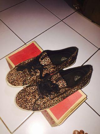 PULL N BEAR SHOES (leopard motif)