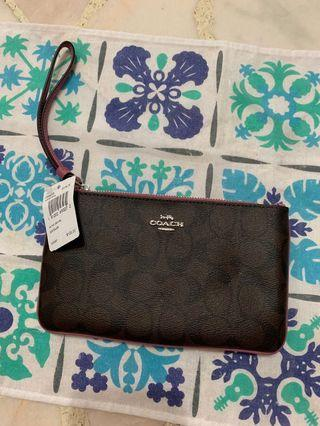 🚚 Coach wristlet with tag and care card #endgameyourexcess