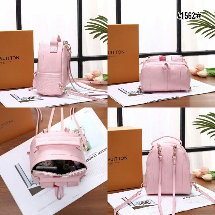 LV Louis Vuitton Epi Leather Palm Springs Mini Backpack 41562#  H 530rb  Bahan kulit (epi leather) Dalaman suede tebal Kwalitas High Premium AAA Ransel uk 17x10x21cm Berat dengan box 0,9kg  Warna : -Black -Pink Include Box LV  Harga @530rb