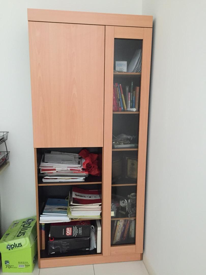 Practical bookshelf or book cabinet