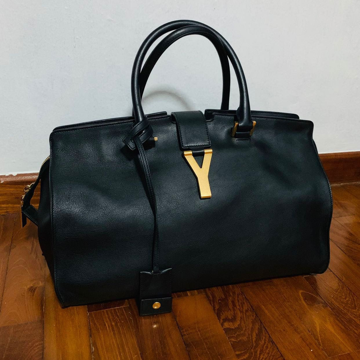 65b332f38d YSL Yves Saint Laurent Cabas Chyc Medium (Black), Luxury, Bags ...