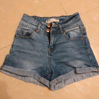 Cotton on 牛仔短褲