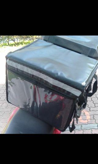 Thermal delivery bag with bike rack