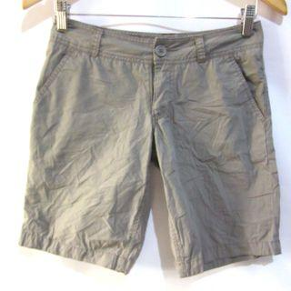 (27) Mossimo ladies long shorts, nice in actual, almost looks new
