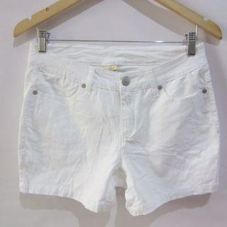 (30) Faded Glory white stretchy shorts, super nice in actual, almost looks new