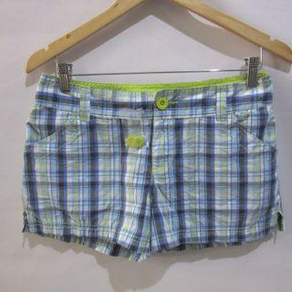 (30) So ladies linen shorts, unused still with extra buttons attached, low-rise,