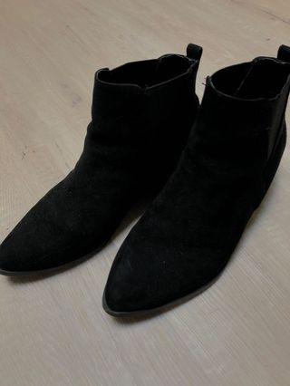 GLASSONS BLACK BOOTS