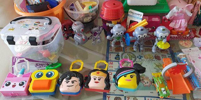 Toys mac Donald toys unikitty Lego robot ninja