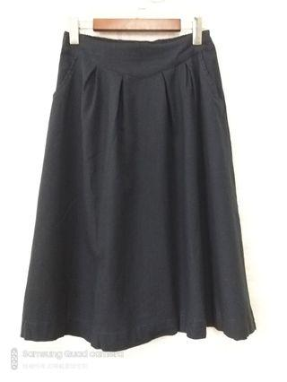 全新。深藍色棉麻中長裙