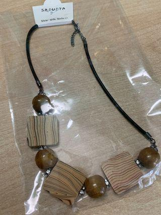 🚚 Necklace