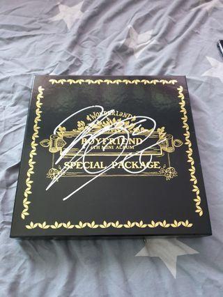 🚚 Mwave Sign Boyfriend 4th Mini Album Special Package