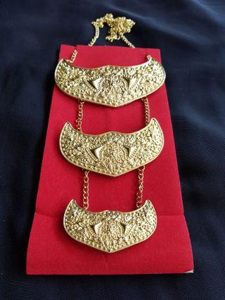 🚚 Chained Kerongsang Brooch Armour II in Gold
