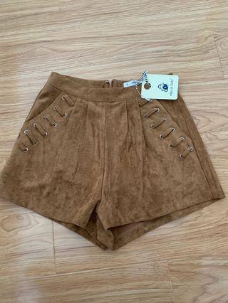 Suede brown short