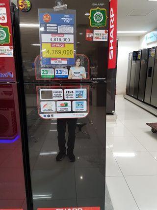 Cash atau kredit Kulkas 2 pintu sharp gratis 1 angsuran