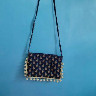 Pineapple print sling bag