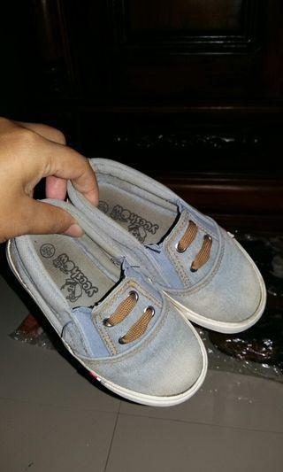 Sepatu fashion denim anak uk 25 (17cm). Kondisi jaminan Bagus 👍👍