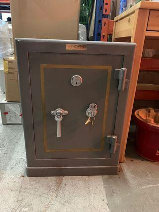 🚚 Metal Safe Box