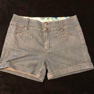WITCHERY denim shorts size M-L fits 12-14 as stretchy