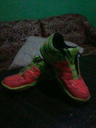 Sepatu badminton Victor