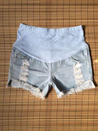 Maternity tattered denim shorts 37 inches hipline
