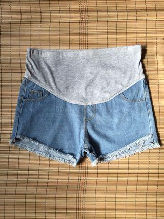 Maternity denim shorts 36 inches hipline